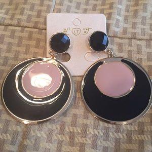 Jewelry - 🔴 3/$20 Fashion jewelry earrings